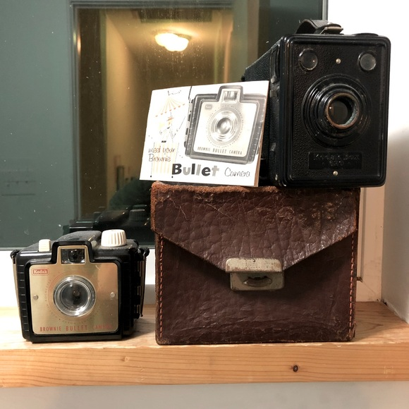 BUNDLE OF TWO ANTIQUE COLLECTABLE KODAK CAMERAS